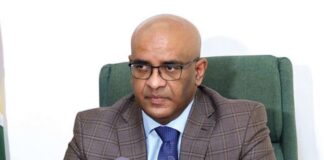 Guyanese vicepresident brengt met delegatie bezoek aan Suriname