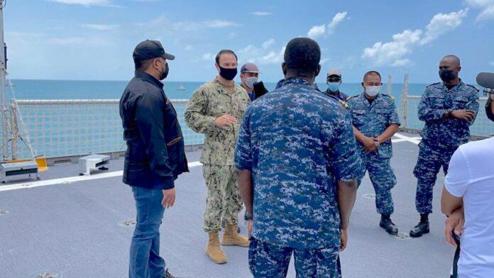 Oefening Surinaamse kustwacht met Amerikaans marineschip