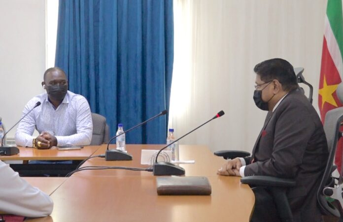 NIS presenteert renovatieproject aan president