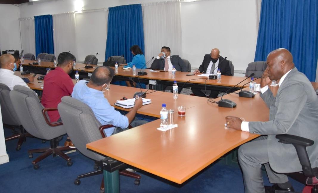 Luchtverkeersleiders praten met regering over oplossingen