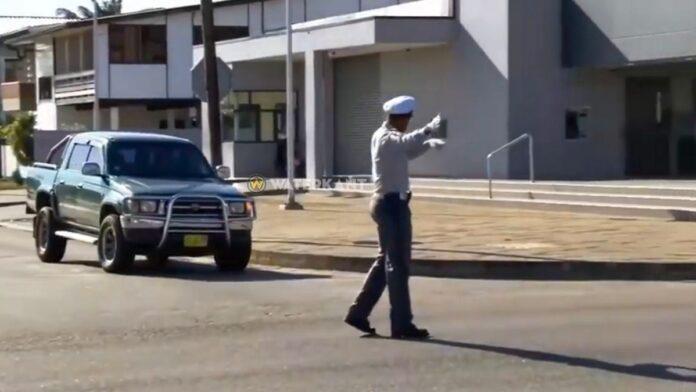 Verkeerscontrole door Surinaamse politie