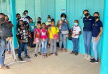 Schooltassen voor kinderen St. Stephanusschool in Suriname