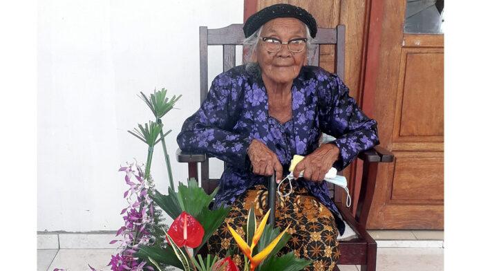 Vrouw in Lelydorp viert 100ste verjaardag