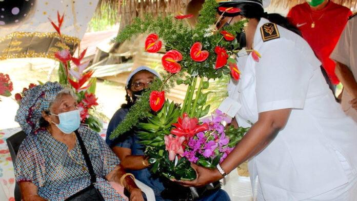 Oma Sophia op 100ste verjaardag in de bloemetjes gezet