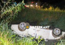 Auto belandt ondersteboven in trens na aanrijding tijdens lockdown