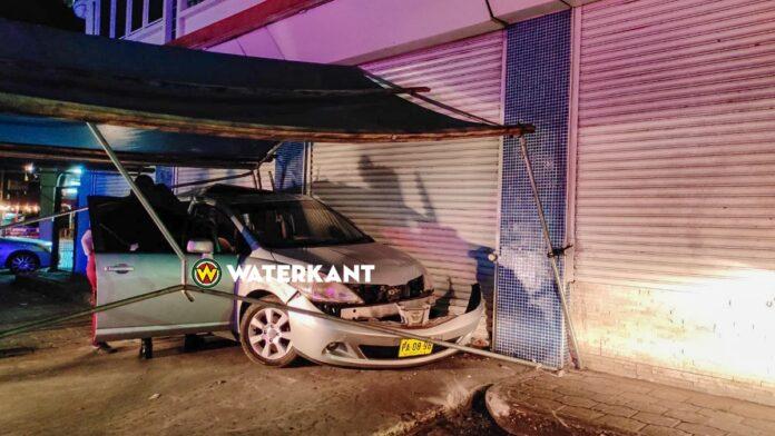 Automobilist overleden bij eenzijdig ongeluk Lalarookhweg