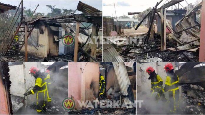 Vrouw springt uit brandende woning in Moengo
