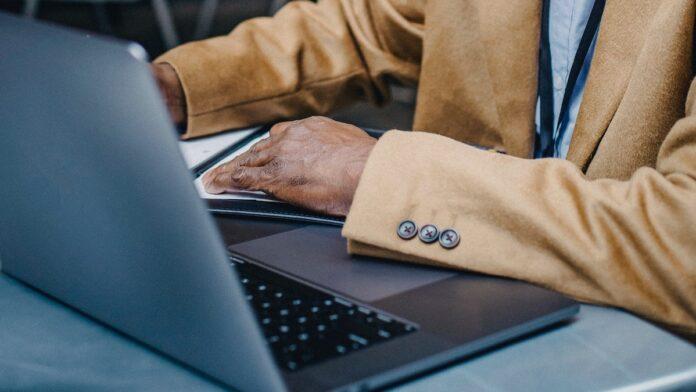 Ministerie: 'Digitale toegankelijkheid van seniore burgers in Suriname verbeteren'