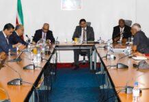 Hennep Commissie overhandigt conceptwet aan president