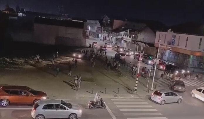 VIDEO: Vandalisme door jeugd in binnenstad van Paramaribo