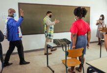 Vicepresident Brunswijk ingenomen met scholengemeenschap Moengotapu