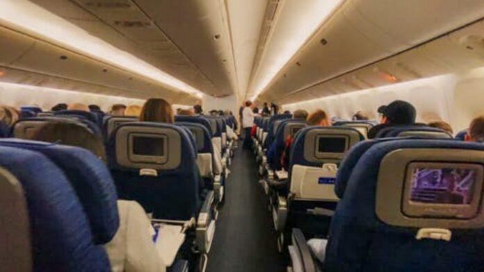 passagiers-aanboord-vliegtuig
