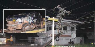 Pick-up met dronken mannen ramt schutting en EBS elektriciteitsmast
