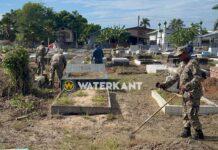 Militairen verrichten grote schoonmaak algemene begraafplaats Nickerie