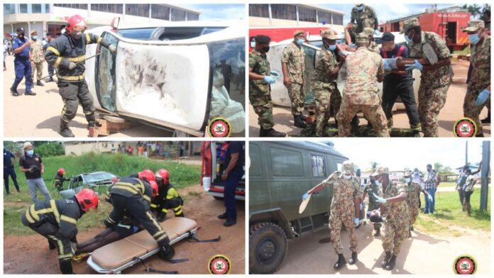 Simulatie zware aanrijding tussen drie voertuigen met zes slachtoffers