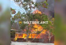 Huis door brand verwoest, 13 personen dakloos