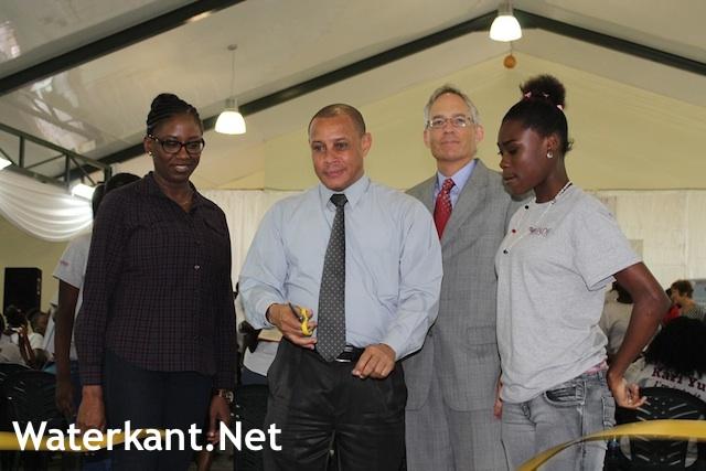 Ambassadeur VS bij opening mini banenbeurs
